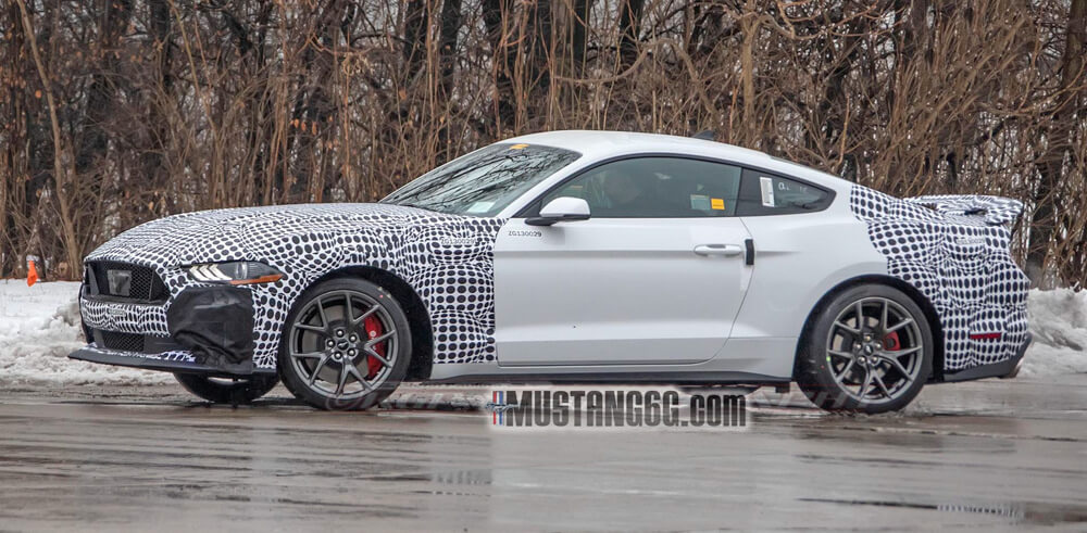 New Mustang Mach 1 Spied