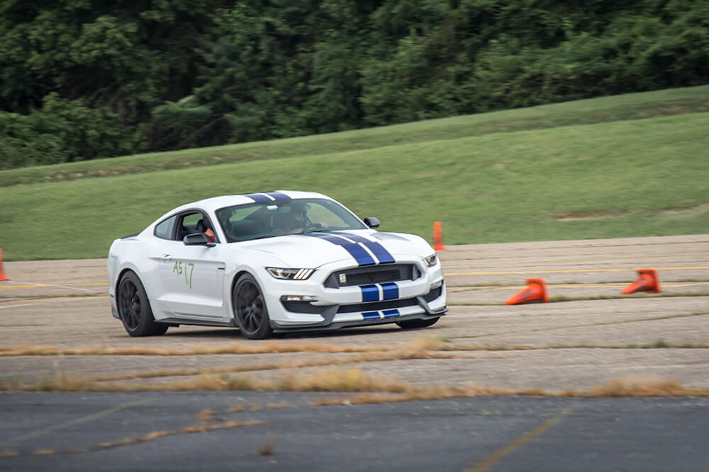 Oxford White Shelby GT350