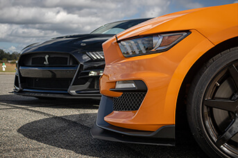 Shelby GT500 vs Shelby GT350R Compared