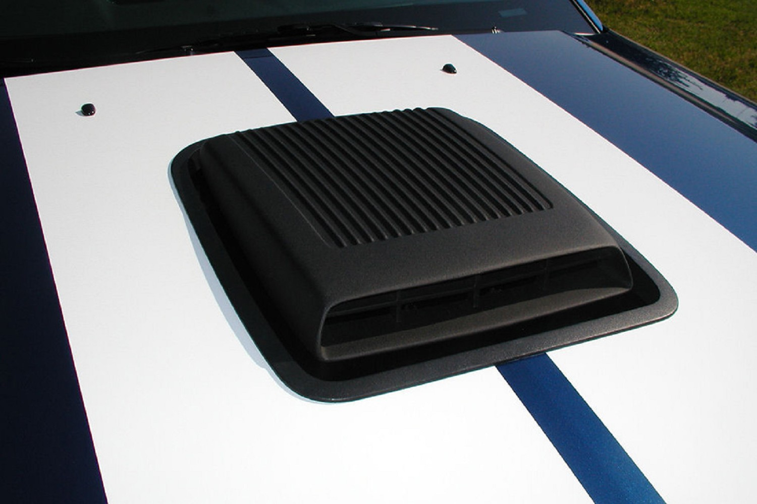 Classic Design Concepts Mustang Shaker Hood System (05-09 V6)