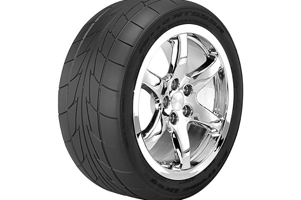 Nitto NT555RII Road Race Tire - 285/35R18