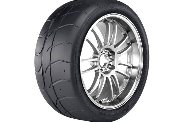 Nitto NT01 Road Race Tire - 275/35R18